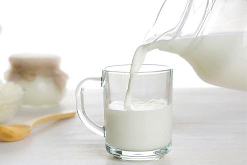 Молоко. Чашка молока.